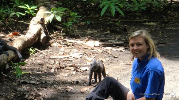 Saya berada di Cagar alam Tangkoko, sedang mengagumi keindahan Yaki. Me in Tangkoko Nature Reserve, admiring the beautiful yaki!