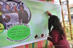 Our first signature! Do you support conserving the yaki, just like our ambassadors SLANK?   Tanda tangan pertama! Apakah kamu juga mendukung konservasi yaki, seperti duta kami, SLANK?