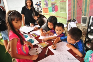 Our colouring table draws a lot of interest! | Meja mewarnai kami sangat menarik perhatian!