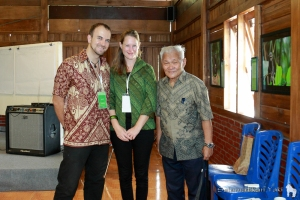 Key speaker Prof. Dr. Roeroe, religious and cultural leader, with Harry and Thirza at the event.