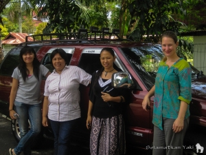 Caroline, Yunita, Reyni and Thirza with the project car. Like to see all of this new beauty? Scroll down now!