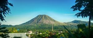 - Lokon Mountain, view from my parents house in Tomohon. - Gunung Lokon, pemandangan dari rumah orang tua saya di Tomohon.