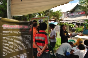 Information stand in Tomohon on 21 December 2013, one of the busiest days at the traditional market!
