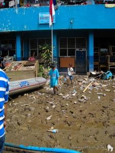 One of the schools we visited. The first floor was cleaned up to be used as classrooms, while refugees stayed on the second floor. | Salah satu sekolah yang kami kunjungi. Lantai pertama dibersihkan seadanya untuk digunakan sebagai ruang kelas, sementara lantai dua digunakan pengungsi.