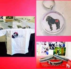 Some of the merchandise available for sale. | Beberapa souvenir yang dijual.
