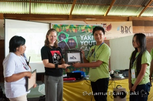 Special prize for the winners of this Yaki Youth Camp: a framed photo of Andrew Walmsley signed by the man himself!