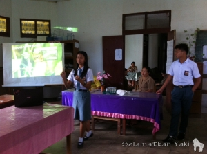 Ira gave the talk at SMP N 4 Atep together with Edo, Yaki Ambassador from Tomohon. |Ira menyampaikan materi di SMP N 4 Atep bersama Edo, Duta Yaki dari Tomohon.