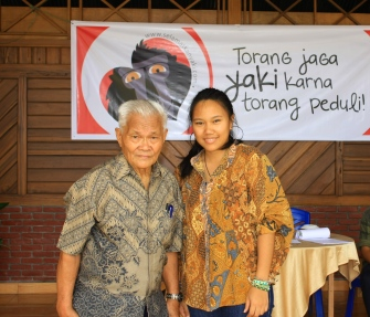 With Prof. Dr. W. A. Roeroe, a legend. Honored to have met him at the first Torang Bacirita event in November 2013, my first SY event as their new volunteer ;)