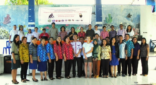 Teachers Training Program participants and committees. | Peserta dan panitia Kegiatan Pelatihan Guru