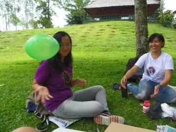 Angel, one of our Yaki Ambassadors, apparently enjoys playing with balloons in her spare time. | Angel, salah satu Duta Yaki kami, ternyata senang bermain balon di waktu senggangnya.