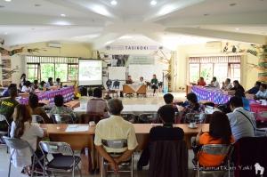 Sesi tanya jawab dengan tim Selamatkan Yaki - Yunita Siwi, Caroline Tasirin dan Thirza Loffeld