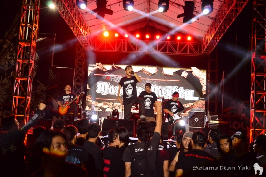 Bloodlines performing at Manado Mayhem festival while wearing Yaki Ambassador T shirts